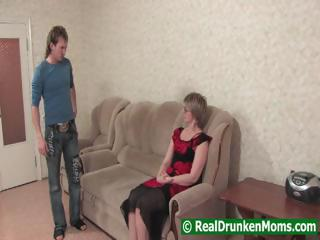 Drunk mamma with a younger chap starts to fuck and then passes out