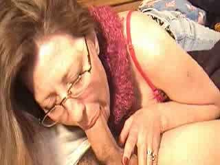 Mom sucking jock for a bit of money